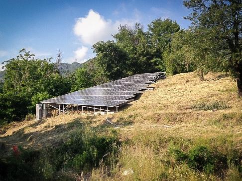 Impianto fotovoltaico a terra.
