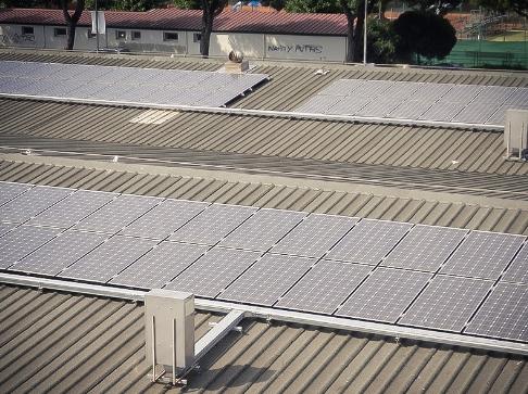 Impianto fotovoltaico su capannone, porto di Levante.
