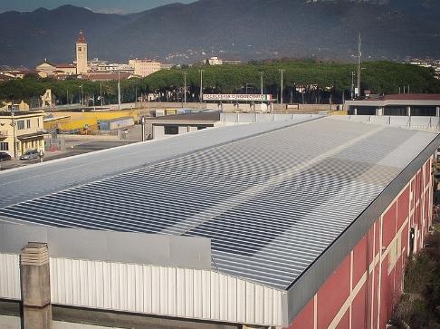 Impianto fotovoltaico amorfo su capannone industriale.