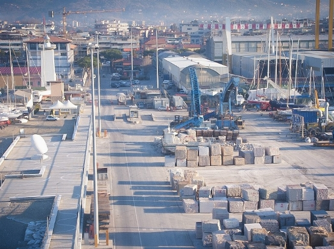 Illuminazione di aree portuali.
